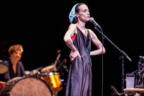 Fiona Apple And Blake Mills Stun Berkeley Crowd By Playing