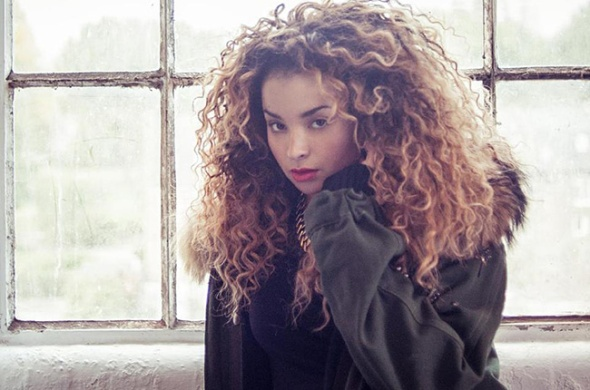 ella-eyre-press-2013-650-430
