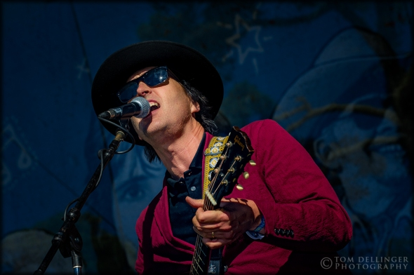 Chuck Prophet delivered a full sound with a supporting orchestra on Sunday.