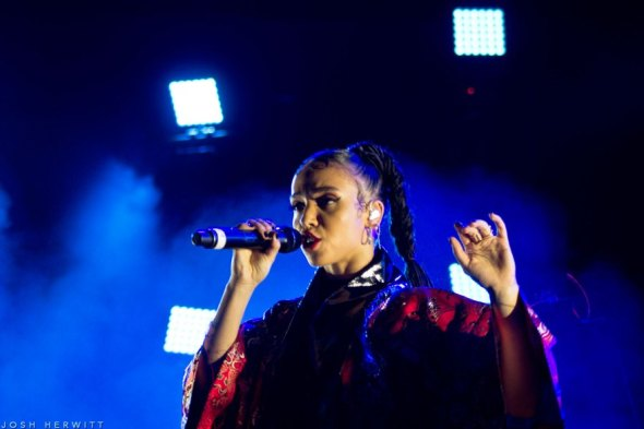 Best Live Music Acts of 2015 #9 - FKA twigs