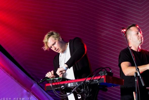 Best Live Music Acts of 2015 #19 - RÜFÜS DU SOL